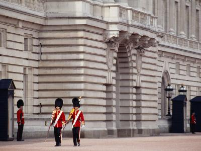 Officers Patrol the Minutes, Buckingham Palace, London