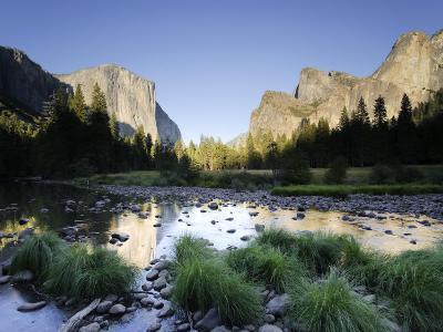 California, Yosemite National Park, Merced River, El Capitan and Valley View, USA