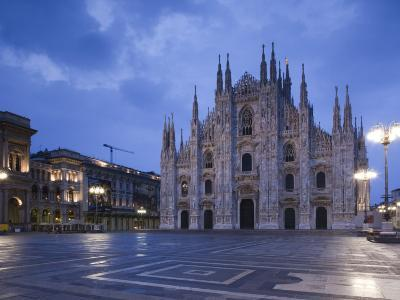 Lombardy, Milan, Piazza Del Duomo, Duomo, Cathedral, Dawn, Italy