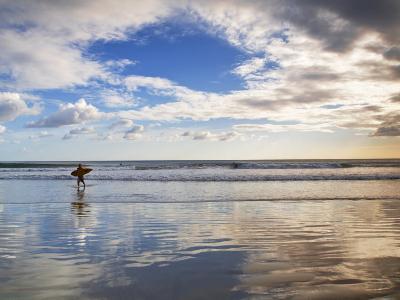 San Juan Del Sur, Playa Madera, Surfer, Nicaragua
