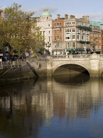 O'Connell Bridge on the Liffey River, Dublin, Republic of Ireland, Europe