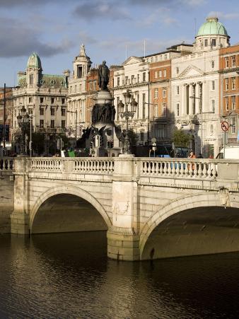 O'Connell Bridge on the Liffey River, Dublin, Republic of Ireland, Europe