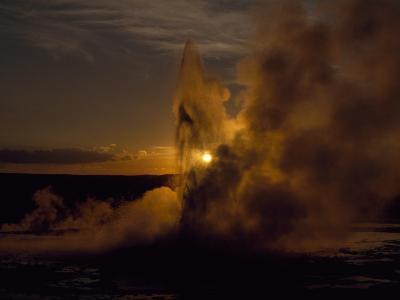 Yellowstone's Clepsydra Geyser Erupts in the Twilight Scene