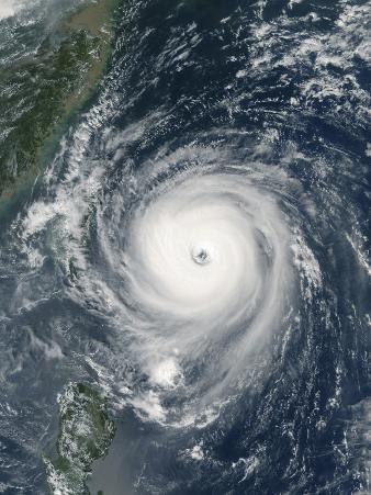 October 1, 2005, Typhoon Longwang Approaching Taiwan