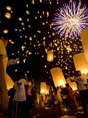 Lights, Lanterns and Mobile Phones at Loi Krathong Festival