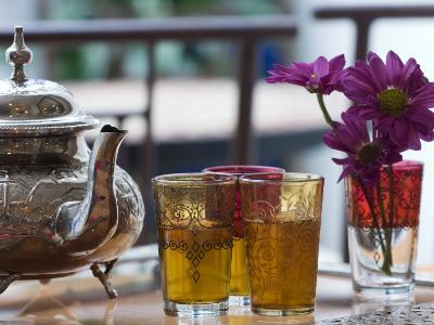 Teapot and Glasses at Hotel Alcoba Del Rey