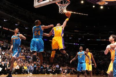 New Orleans Hornets v Los Angeles Lakers - Game Five, Los Angeles, CA - April 26: Kobe Bryant and C