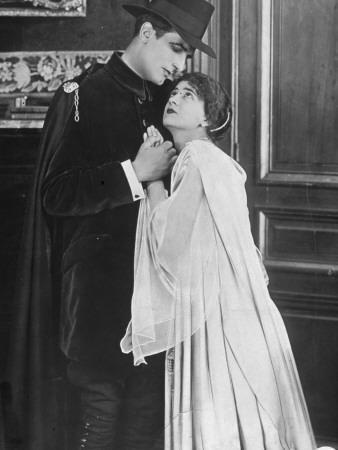 René Cresté and Yvette Andréyor: Judex, 1916