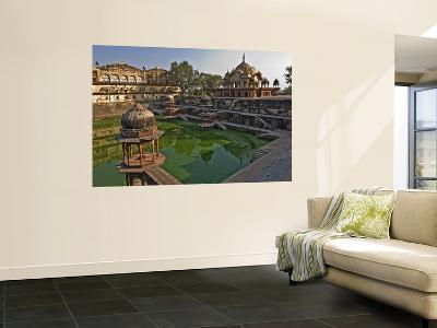 Vinai Villas Mahal (City Palace) with Tank and Chattris