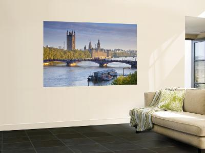 Big Ben, Houses of Parliament and River Thames, London, England