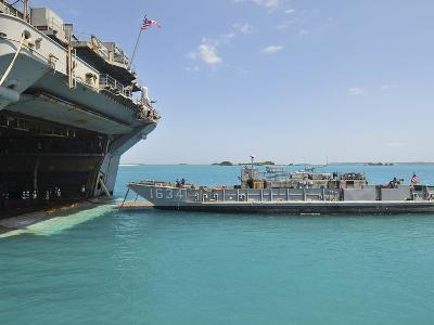 A Landing Craft Utility Approaches the Well Deck of USS Essex