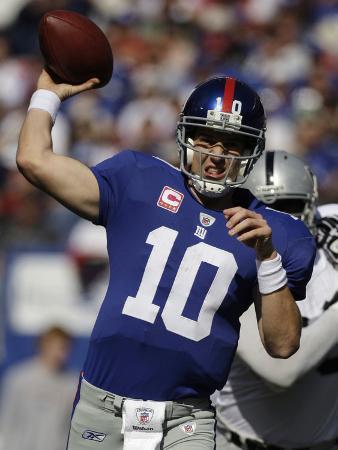 Raiders Giants Football: East Rutherford, NJ - Eli Manning
