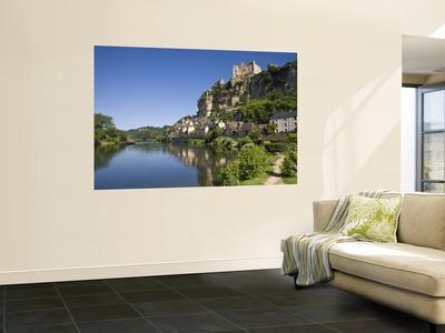 Chateau at Beynac-Et-Cazenac and Dordogne River, Beynac, Dordogne, France