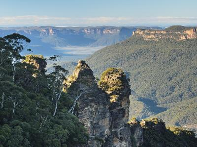 The Three Sisters and Jamison Valley, Blue Mountains, Blue Mountains National Park, Nsw, Australia