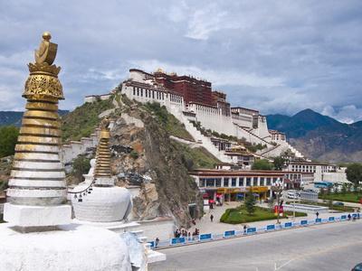 The Potala Palace Former Chief Residence of the Dalai Lama, Lhasa, Tibet, China, Asia