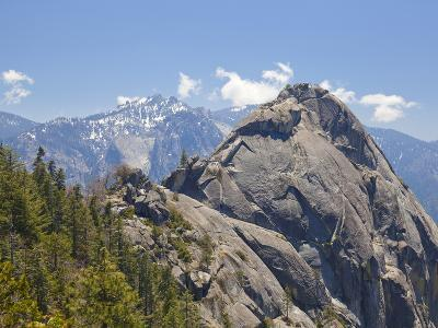Moro Rock and the High Mountains of the Sierra Nevada, Sequoia National Park, California, USA