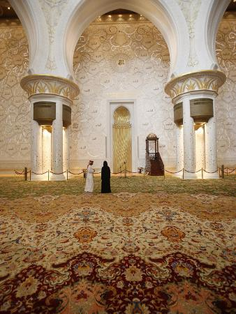 Main Prayer Hall Features the World's Largest Hand-Woven Persian Carpet, Sheikh Zayed Grand Mosque