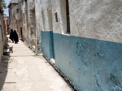 Narrow Alley With Moslem Women, Old Town, Lamu Island, Kenya, East Africa, Africa