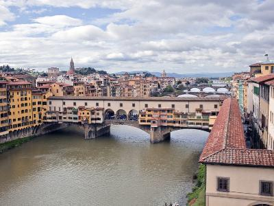 View of the River Arno and Ponte Vecchio, Florence, UNESCO World Heritage Site, Tuscany, Italy, Eur