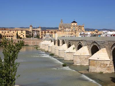 Puente Romano over the Rio Guadalquivir, Old Town, Cordoba, Andalusia, Spain, Europe