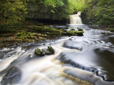 West Burton Waterfall, West Burton, Wensleydale, Yorkshire Dales National Park, Yorkshire, England,