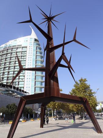 Contemporary Iron Sun Man (Homem-Sol) Sculpture by Jorge Vieira at the Park of Nations (Parque Das