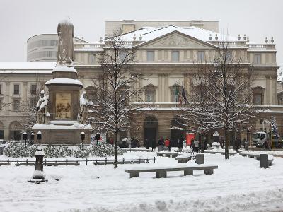 Teatro Alla Scala in Winter, Milan, Lombardy, Italy, Europe