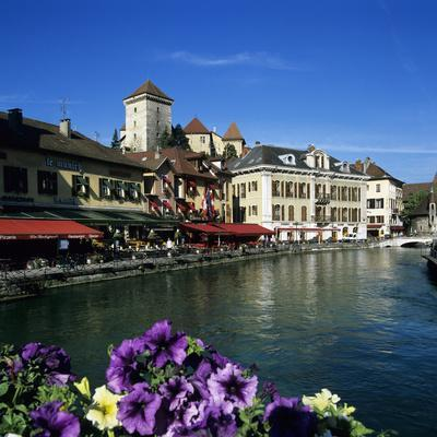 Canal Side Restaurants Below the Chateau, Annecy, Lake Annecy, Rhone Alpes, France, Europe