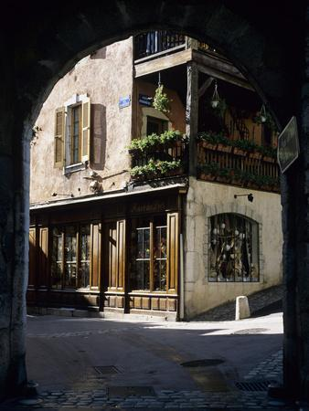 Archway in the Old Town, Annecy, Lake Annecy, Rhone Alpes, France, Europe
