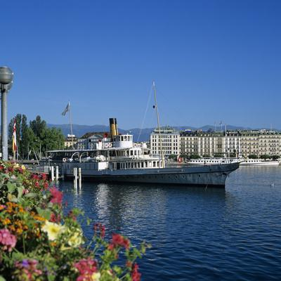 Paddle Steamer Beside the Prom Du Lac, Geneva, Lake Geneva (Lac Leman), Switzerland, Europe