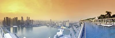 Singapore, Swimmingpool and Singapore Skyline on the 57th Floor of Marina Bay Sands Resort