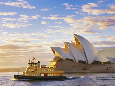 Australia, New South Wales, Sydney, Sydney Opera House, Boat Infront of Opera House