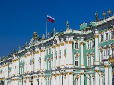 Russia, St. Petersburg, Dvotsovaya Square, Winter Palace and Hermitage Museum
