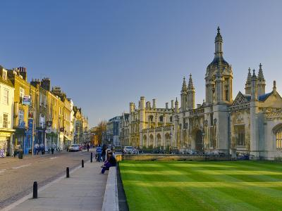 UK, England, Cambridge, King's Parade and King's College on Right