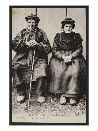 Postcard Depicting Mountain People in Saugues, Haute-Loire, C.1900 (B/W Photo)
