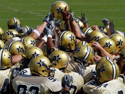Vanderbilt University - Commodore Football Huddle