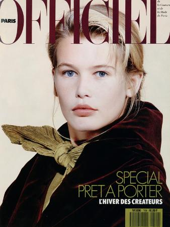 L'Officiel, August 1989 - Claudia Porte un Ensemble de Romeo Gigli