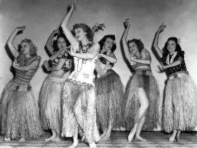 Dance, Girl, Dance, Lucille Ball, 1940, Dancing A Hula With The Chorus Girls