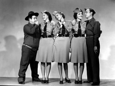 Buck Privates, Lou Costello, Maxine Andrews, Patty Andrews, Laverne Andrews, 1941