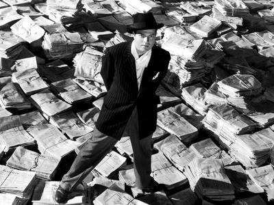 Citizen Kane, Orson Welles, 1941, Astride Stacks Of Newspaper