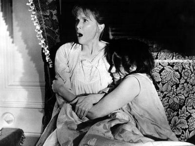 The Haunting, Julie Harris, Claire Bloom, 1963