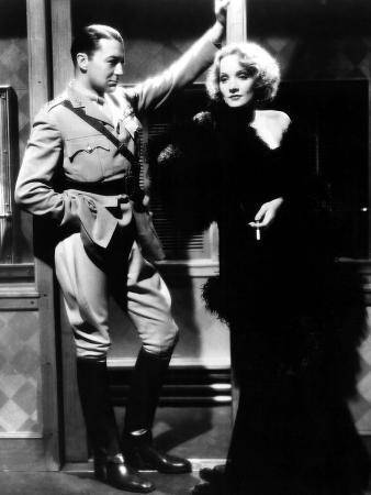 Shanghai Express, Clive Brook, Marlene Dietrich, 1932