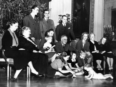 Franklin Roosevelt's Christmas Family Photo at the White House, 1939