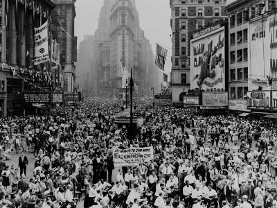 Throng of Eisenhower Supporters Converge on Times Square after His Homecoming Parade, June 19, 1945