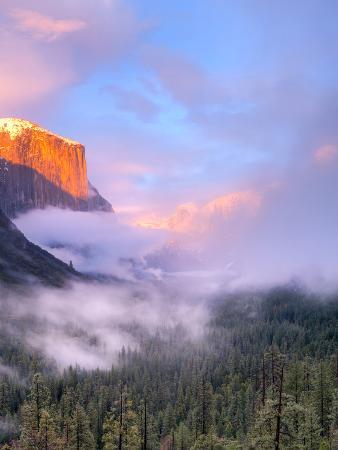 Alpenglow, Sunset Colors the Top of El Capitan, Yosemite, California, USA
