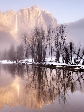 Early Morning Misty Colors in the Valley, Yosemite, California, USA