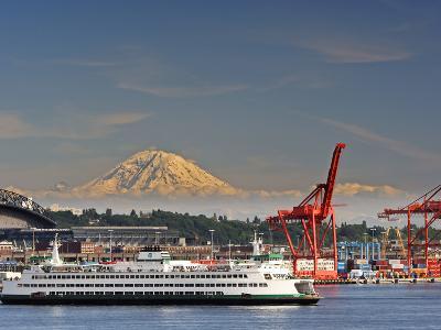 Ferry Leaving Seattle, Seattle, Washington, USA