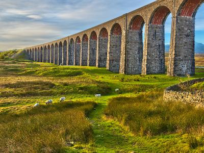 Pen-y-ghent and Ribblehead Viaduct, Yorkshire Dales Nat'l Park, North Yorkshire, England