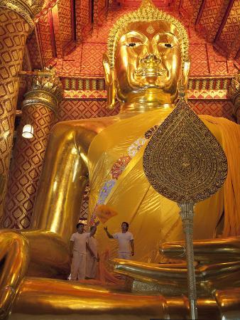 Golden Buddha, Wat Phanan Choeng, Ayutthaya, UNESCO World Heritage Site, Thailand, Southeast Asia