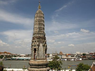 Wat Arun Temple (Temple of the Dawn) and Chao Phraya River, Bangkok, Thailand, Southeast Asia, Asia